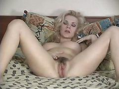 Blonde Poilue Masturbation