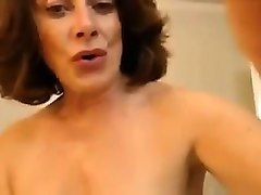 heck sexy milf shaving her vagina before camera