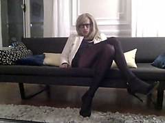 TRAVESTI TRAV CD SISSY CROSSDRESSER SE CARESSE EN COLLANTS