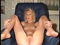 Very Mature Playing With Pussy